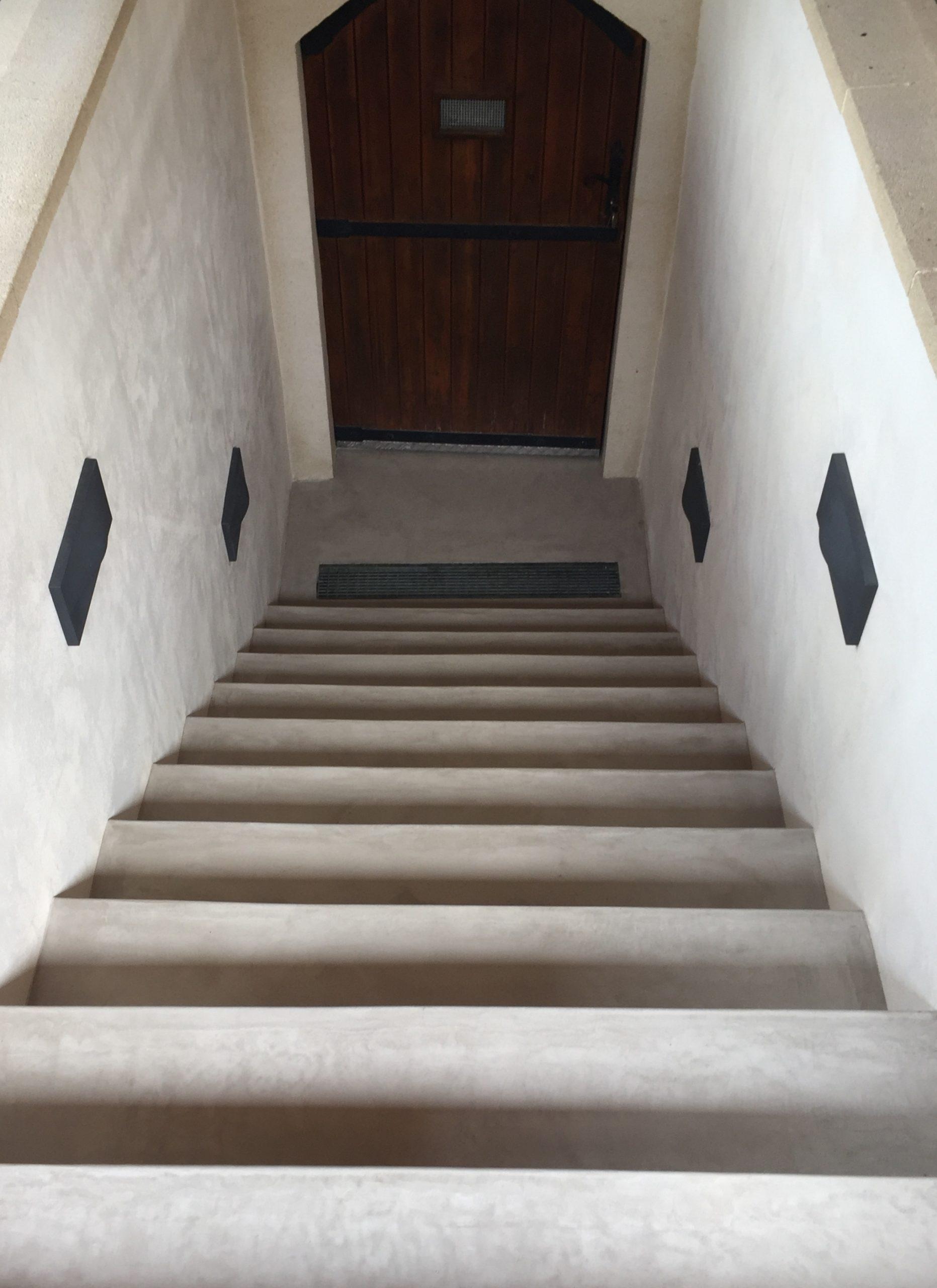 béton ciré ; béton au sol ;béton ciré de chaux ; béton ciré naturel ; yonne ; béton Puisaye ; Treigny ; béton ciré à la chaux ; sol escalier ; intérieur contemporain ; Betostuc Monotech Dolci ; sol écologique ; finition écologique ; sol en béton ; rénovation escalier ; relloker son escalier ; relooker son sol ; intérieur moderne ; sol moderne ; du béton ciré au sol ; escalier de cave en béton